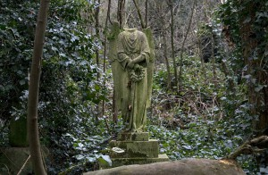 800px-Barnes_Cemetery_decapitated_angel